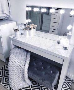 20 Best Makeup Vanities & Cases for Stylish Bedroom - tischdeko - Beauty Room Sala Glam, Makeup Vanity Case, Makeup Vanity Tables, Corner Makeup Vanity, Makeup Desk, Desk To Vanity Diy, White Vanity Desk, Ikea Vanity Table, White Makeup Vanity
