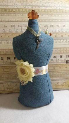 Maniquie Concept Denim Sewing, Alfiletero/Decorativo sale $18