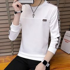 Jersey Casual, Stylish Men, Men Casual, Casual Outfits, Fashion Outfits, Photography Poses For Men, Mens Sweatshirts, Men Sweater, Mens Fashion