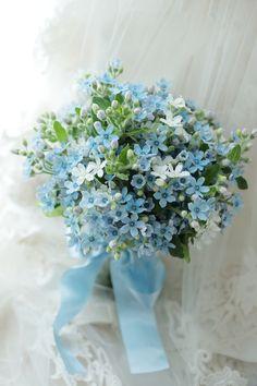 水色のクラッチブーケ パレスホテル様へ ブルースターの花だけで : 一会 ウエディングの花