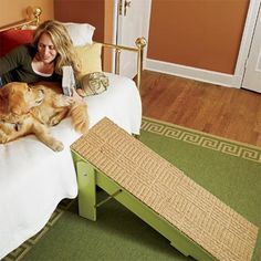 This #DIY dog ramp is perfect for pets who need a little extra help getting in and out of bed.