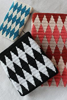 Ravelry: Crocheting diamonds pattern by Pirjo Mälkiäinen Tapestry Crochet Patterns, Harlequin Pattern, Boho Tapestry, Crochet Diy, Crochet Purses, Knitted Bags, Crochet Accessories, Diamond Pattern, Cross Stitch Embroidery