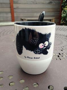 RESERVE -Mug à fond noir avec chat et texte tisane : Vaisselle, verres par eleanor-gabriel