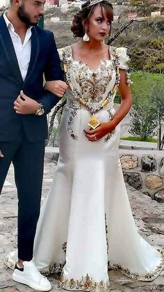 Traditional Looks, Traditional Outfits, Tyga, Oriental Wedding, Haute Couture Paris, Formal Dresses, Wedding Dresses, Plus Size Fashion, Korean Fashion