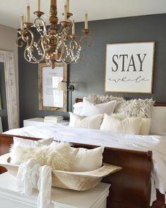 Vintage Farmhouse Bedroom Decorating Ideas 17