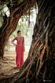 Kerala Wedding Photography, Wedding Photography Poses, Wedding Poses, Wedding Attire, Art Photography, Indian Bridal Sarees, Bridal Silk Saree, Saree Wedding, Indian Wedding Bride