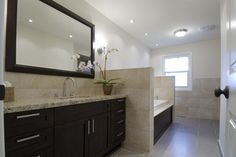 casual luxury - modern - bathroom - toronto - BiglarKinyan Design Partnership Inc.