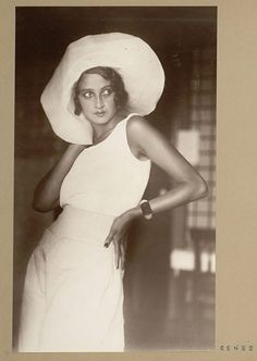 Renee Perle, a Romanian Jewish girl who moved to Paris, is famous as the first muse of the famous French photographer Jacques Henri Lartigue. Photo by Jacques-Henri Lartigue, Foto Fashion, 1930s Fashion, Fashion History, Vintage Fashion, Fashion Tips, Fashion Models, Mens Fashion, Look Retro, Look Vintage