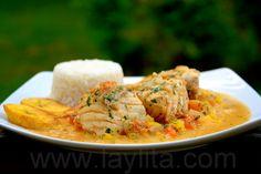 El pescado encocado es un plato típico de la costa que consiste de pescado cocinado en una deliciosa salsa de coco.