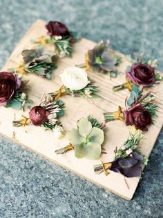 We love these boutonnieres for the groomsmen! #fall #wedding