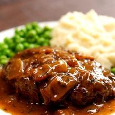 Old-School Salisbury Steak with Caramelized Onion Gravy - add green red pepper steak recipes Best Salisbury Steak Recipe, Homemade Salisbury Steak, Old Fashioned Salisbury Steak Recipe, Salisbury Steak Gravy, Meat Recipes, Dinner Recipes, Cooking Recipes, Easy Steak Recipes, Onion Gravy