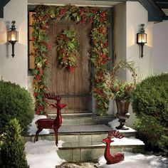 Design in Depth: Holiday Styling With Wreaths | New England Home Magazine