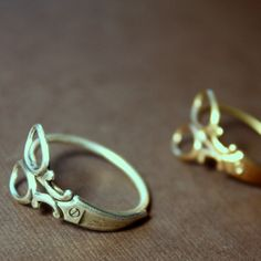Little Scissor Wrap Ring in White Rhodium or 24kt Goldplate    I want one of these rings so bad!