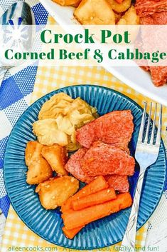 Make this satisfying crockpot corned beef and potatoes for dinner tonight! It's packed with flavorful and tender corned beef, potatoes, carrots, and cabbage, making it a yummy one-pot meal. Crock Pot Corned Beef, Crock Pot Cabbage, Corned Beef Brisket, Corn Beef And Cabbage, Cabbage Recipes, Potato Recipes, Delicious Crockpot Recipes, Slow Cooker Recipes, Beef And Potatoes