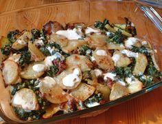 Igaz, mi húspártiak vagyunk, de hús nélkül is nagyon jó ízű rakott krumplit lehet készíteni. Például ilyet.
