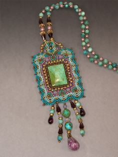 MICRO MACRAME AND BEADING: Beading Arts: Artist profile: Joan Babcock A (TAG: LINK=>SITE WITH A COLLECTION OF ARTIST'S PROFILES WITH EXAMPLES OF THEIR WORK.  WEBSITE ALSO OFFERS NUMEROUS TUTORIALS THOUGH i DON'T SEE THIS ONE)