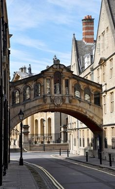 OXFORD, UNITED KINGDOM Hertford Bridge, popularly known as the Bridge of Sighs, is a skyway joining two parts of Hertford College over New College Lane in Oxford, England. Its distinctive design makes it a city landmark. Oxford England, England Uk, Cornwall England, Yorkshire England, Yorkshire Dales, London England, Cambridge England, Oh The Places You'll Go, Places To Travel