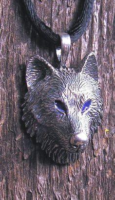 Pendentif en argent sterling loup des bois aux yeux bleus
