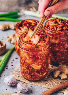 Korean Side Dishes, Fermented Cabbage, Fermented Foods, Vegan Kimchi Recipe, Korean Kimchi Recipe, Korean Food Kimchi, 200 Calories, Quick Kimchi, Plat Vegan