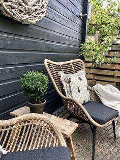 Garden Seating, Garden Chairs, Outdoor Furniture Small Space, Dream Garden, Home And Garden, Outdoor Patio Designs, Shed Homes, Outdoor Chairs, Outdoor Decor