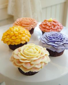 Classic flower cupcakes