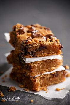 Flourless Peanut Butter Chocolate Chip Blondies -- Irresistible, vegan and gluten free, you won't be able to stop at just one. And you won't have to, good thing these blondies are healthy.
