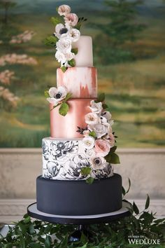 Cake by Amanda Fong | Rose gold on cakes is always a favourite | WedLuxe #Cake #WeddingCake #RoseGold #FloralCake #Wedding #Luxe #WeddingInspo #Inspo #weddingcakes