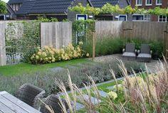Lavendel,wite hortensia en riet Interior Garden, Interior Exterior, Porches, Backyard, Patio, Contemporary Garden, Outdoor Furniture Sets, Outdoor Decor, Small Gardens