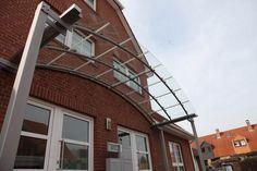 Vordach aus Stahl und Verbund Sicherheitsglas (VSG)