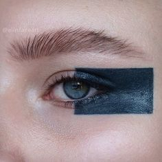block eye make up