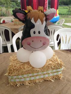 Partylicious E's Birthday / Farm/Barnyard - Photo Gallery at Catch My Party Cow Birthday Parties, Jungle Theme Birthday, Cowboy Birthday Party, Farm Animal Birthday, Wild One Birthday Party, Farm Birthday, Farm Party Decorations, Barnyard Party, Party Ideas