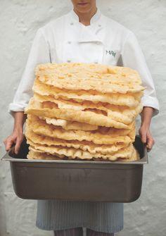 O restaurante paulistano, comandado por Helena Rizzo e Daniel Redondo, acaba de lançar livro de receitas e histórias de seus bastidores. Helena Rizzo, Snack Bar, Focaccia, Pain, Love Food, Four, Pin It, Wordpress, Cooking Recipes