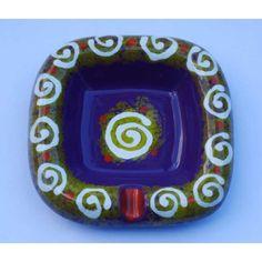 Ceramica Artistica  Posacenere quadrato in ceramica decorata a mano, realizzato a Cava de' Tirreni  Dimensioni 16,5 x 16,5 cm - Altezza cm 4.  Maggiori info su: http://www.keramos.it  Per contatti diretti: info@keramos.it    Ceramic Art  Square ashtray in hand-decorated ceramics. Made in Cava de' Tirreni  Dimensions 16,5 x 16,5 cm - Height cm 4.  More info on: http://www.keramos.it  Direct contact: info@keramos.it