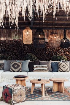 Fabric details : brown inspiration for weave and white fringes too Outside Living, Outdoor Living, Ibiza Style Interior, Boho Bar, Ibiza Restaurant, Outside Seating, Outside Patio, Ibiza Party, Ibiza Beach