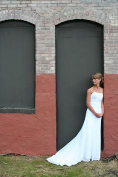 Jessica Yakos Photography.  I love the colors in this bridal shot.  It's great when the surroundings are perfectly colors.