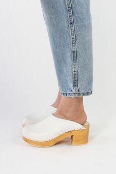 Vintage 70s White Leather Chunky Platform Heel Clogs / VAUXSHOP.COM