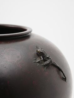 A bronze vase with frog by Takahashi Ryoun  (detail)  The frog's work is wonderfull. It seems to be going to begin to move.  Size 25cm(h)  High-res →  Takahashi Ryoun, active Late Meiji - Taishō - Early Shōwa Era, early 20th century. Taishō - Early Shōwa Era, circa 1915 - 1935.  More Ryoun : here and here