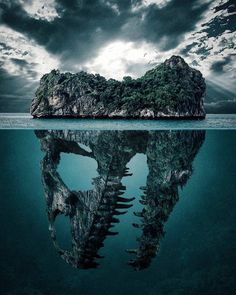 Jurassic World Jurassic Park poster island water ocean Jurassic Park World, Jolie Photo, Amazing Art, Awesome, Illusions, Cool Pictures, Funny Pictures, Cool Art, Concept Art