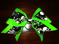 How To Make a Big Cheer Bow with Duct Tape This looks like so much FUN!!