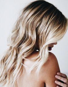 Blonde beachy waves.
