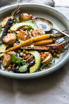 Harissa Veggie Bowl // The Luminous Kitchen Veggie Recipes, Whole Food Recipes, Vegetarian Recipes, Healthy Recipes, Veggie Food, Batch Cooking, Cooking Recipes, Kitchen Recipes, Clean Eating