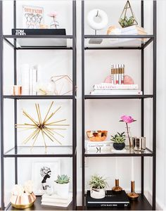 Bücherregal-Styling - Anne Cocuk - Decor - Make Up - Jewelry - Hairstyles - Interior Design Bookshelf Styling, Bookshelves, Bookshelf Ideas, Bookshelf Speakers, Glam Bedroom, Bedroom Decor, Bedroom Ideas, Blush Bedroom, Home Decor Accessories