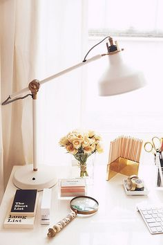 Home office desk lamp inspiration Ideas for 2019 Bureau Design, Design Salon, Design Desk, Library Design, Design Room, Decoration Inspiration, Room Inspiration, Decor Ideas, Lamp Ideas