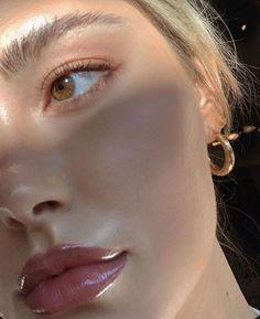 Minimal glowing dewy healthy skin makeup inspo for work from home day. Makeup Goals, Makeup Inspo, Makeup Inspiration, Makeup Ideas, Makeup Tips, Beauty Make-up, Beauty Hacks, Hair Beauty, Beauty Bay