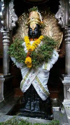 Indian Art Paintings, Goddess Lakshmi, Lord Vishnu, God Pictures, Radhe Krishna, Indian Home Decor, Shiva, Grapevine Wreath, Grape Vines