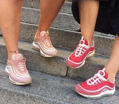 Nike Air Max 97 in rosé/white & in red/white // Foto: gloria_m.fer (Instagram)