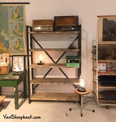 Industriële stellingkast van sloophout en een stalen frame. Bakkerskast look a like. #industrieel #kast #stellingkast #bakkerskast #lookalike #staal #sloophout #stoer
