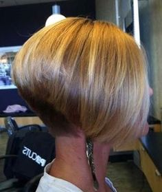 Looking for the trendies inverted bob hairstyles for so long? Here we have gathered the images of 20 Inverted Bob Haircut just for you. Reverse Bob Haircut, Bob Haircut For Fine Hair, Bob Hairstyles For Fine Hair, Short Hairstyles For Women, Haircut Bob, Black Hairstyles, Haircut Short, Hairstyles 2016, Stacked Hairstyles