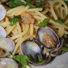 Spaghetti con vongole veraci / Spaghetti with clams