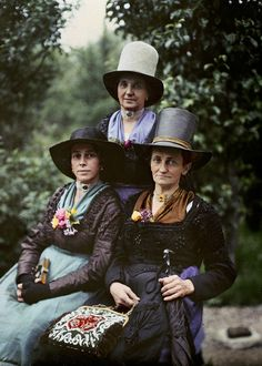 Brimming with Joy Three women living in an alpine village near Salzburg, Austria, pose for photographer Hans Hildenbrand in a 1929 autochrome. This photo ran in National Geographic's September 1988 centennial issue. Edward Steichen, Antique Photos, Vintage Photographs, Old Photos, Vintage Photos, Belle Epoque, National Geographic Archives, Albert Kahn, Subtractive Color